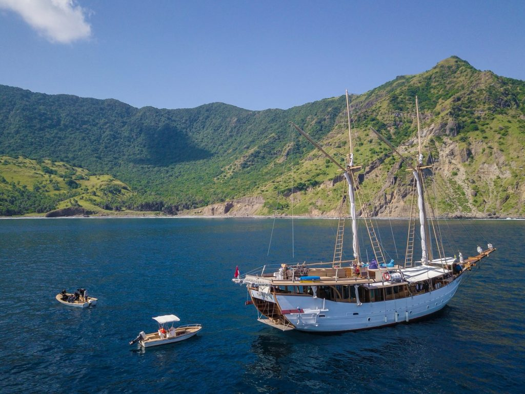 Tanaka Liveaboard Attractive Activity | Hello Flores