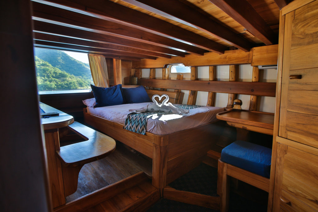 Tanaka Liveaboard Romantic Bed | Hello Flores