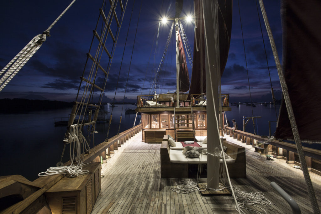 Tiare Liveaboard Night Paradise | Hello Flores
