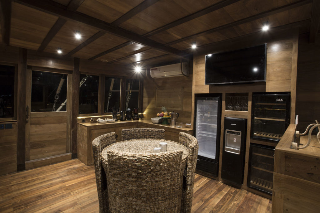 Tiare Liveaboard Living Cabin | Hello Flores