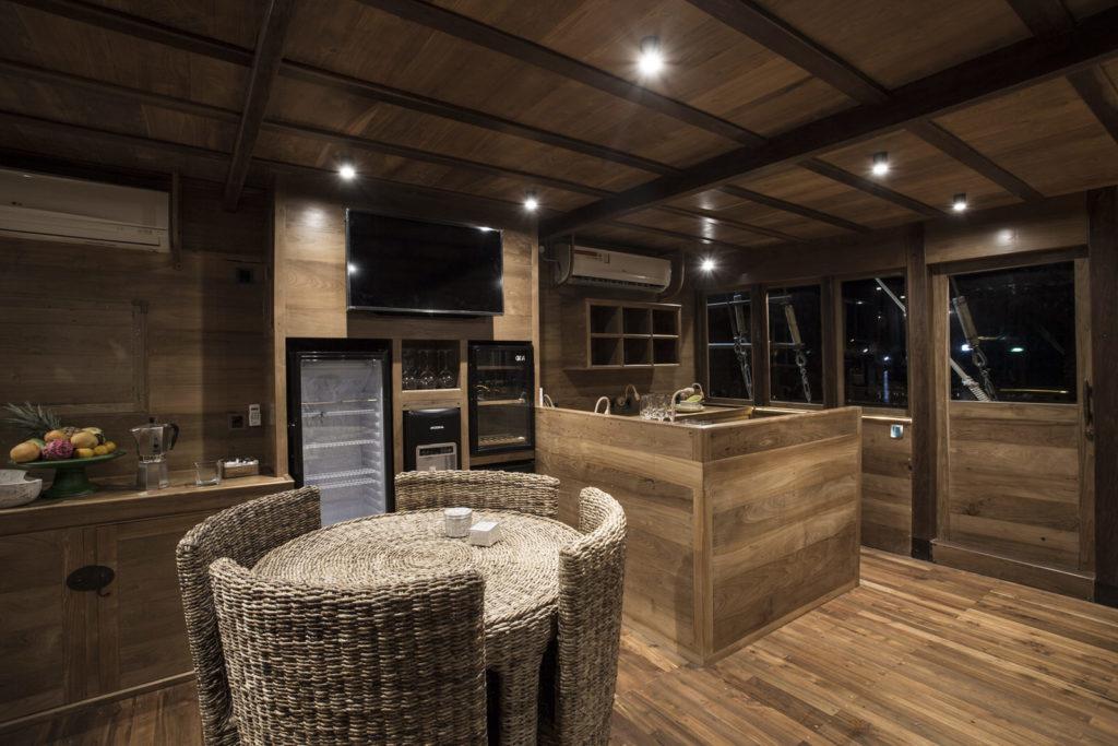 Tiare Liveaboard Kitchen Set | Hello Flores