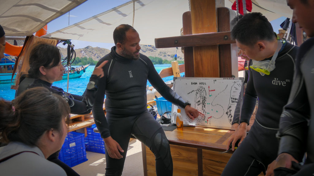 Wisesa Liveaboard Scuba Diving Instruction | Hello Flores