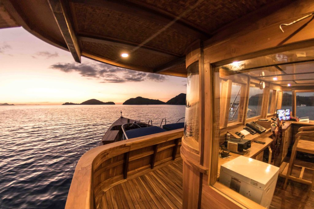 The captain room above the Magia 2 liveaboard deck | Hello Flores