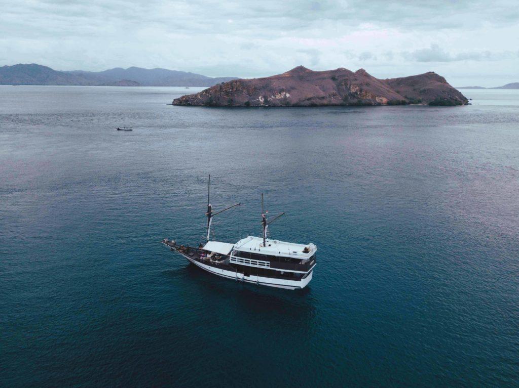 Derya liveaboard sailing to Flores   Hello Flores