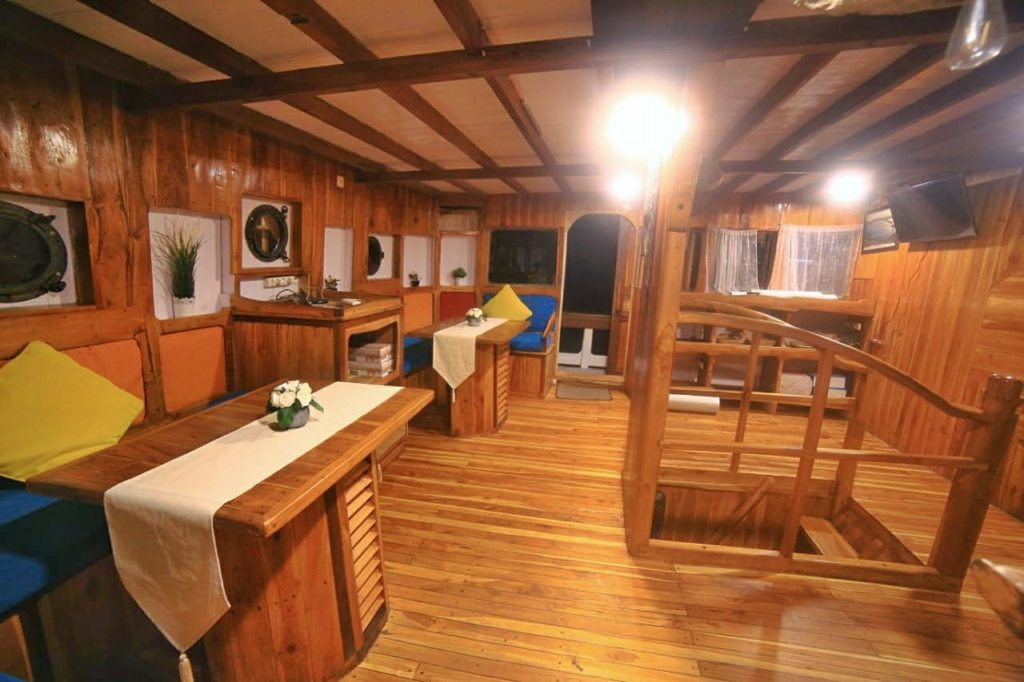 The indoor dining area in Sinar Pagi liveaboard | Hello Flores