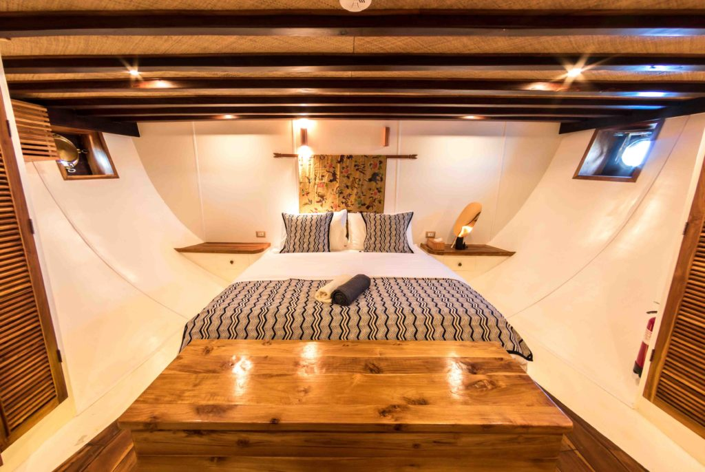 The king-size bed in Magia 2 liveaboard master cabin | Hello Flores