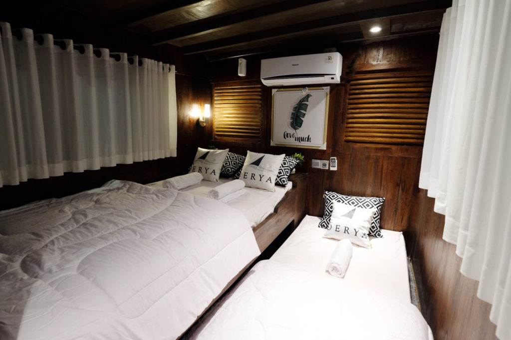 A sharing cabin for 3 people in the Derya liveaboard | Hello Flores
