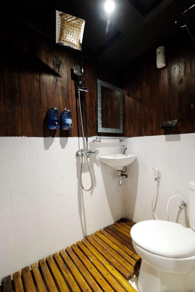 The shower room on Derya liveaboard cabin   Hello Flores