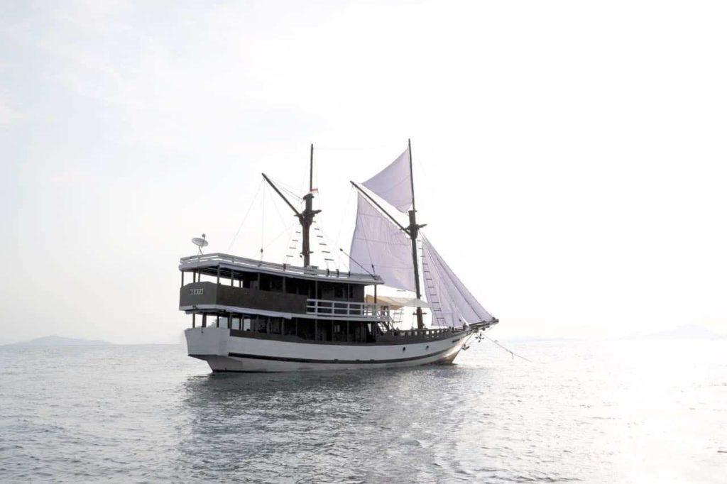 Derya Liveaboard Beautiful Ship   Hello Flores