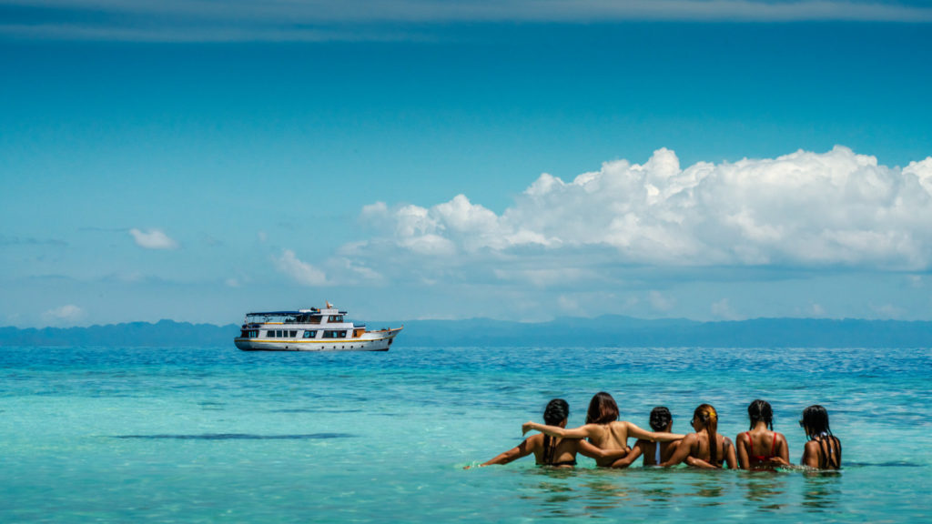 Magia Liveaboard Exceptional Vacation | Hello Flores