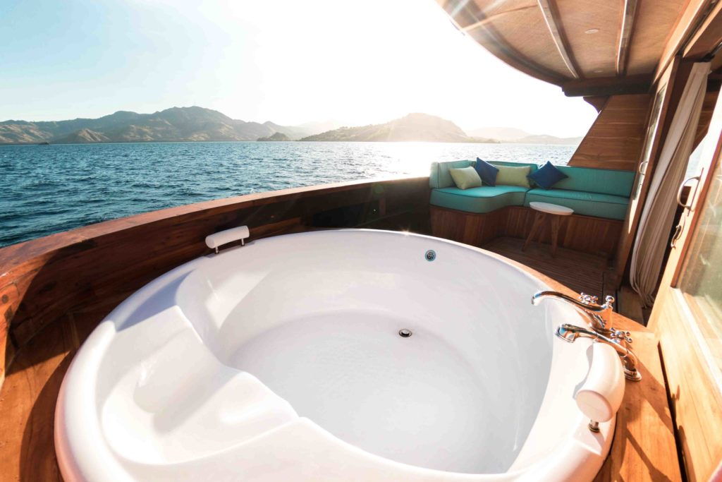 Luxurious outdoor jacuzzi in Magia 2 master cabin | Hello Flores