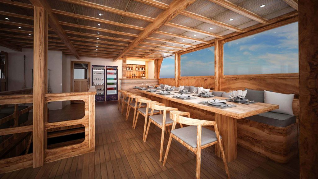 Lounge Aliikai liveaboard to enjoy your breakfast, lunch and dinner | Hello Flores