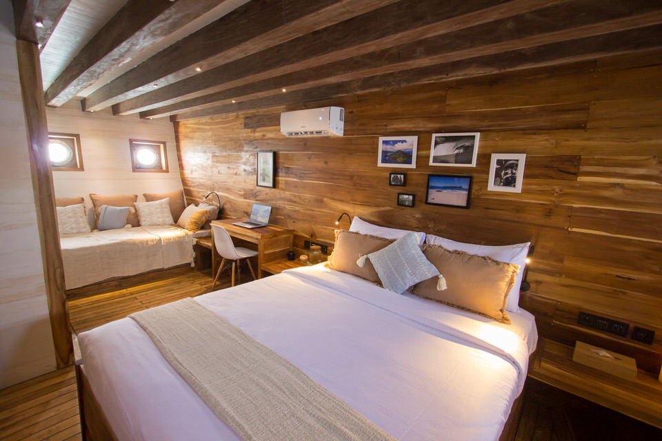 Fenides Liveaboard Exceptional Bedroom | Hello Flores
