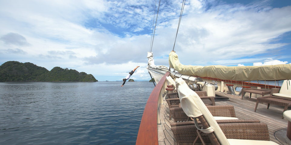 Mutiara Laut Liveaboard Bow Sprit Jumping   Hello Flores