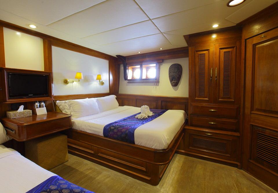 Mutiara Laut Liveaboard Masterclass Bedroom | Hello Flores