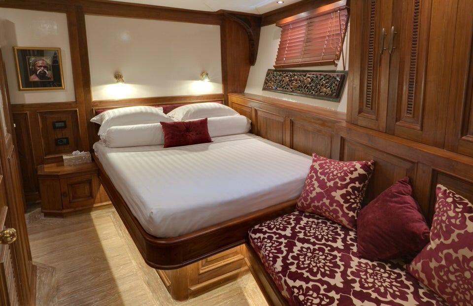Mutiara Laut Liveaboard Deluxe Cabin | Hello Flores