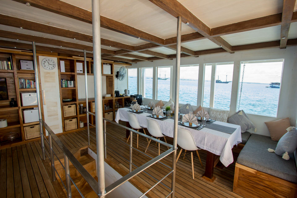 Fenides Liveaboard Extensive Lounge | Hello Flores