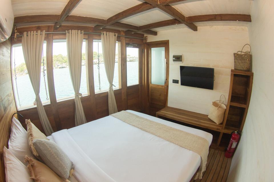 Fenides Liveaboard Double Cabin | Hello Flores