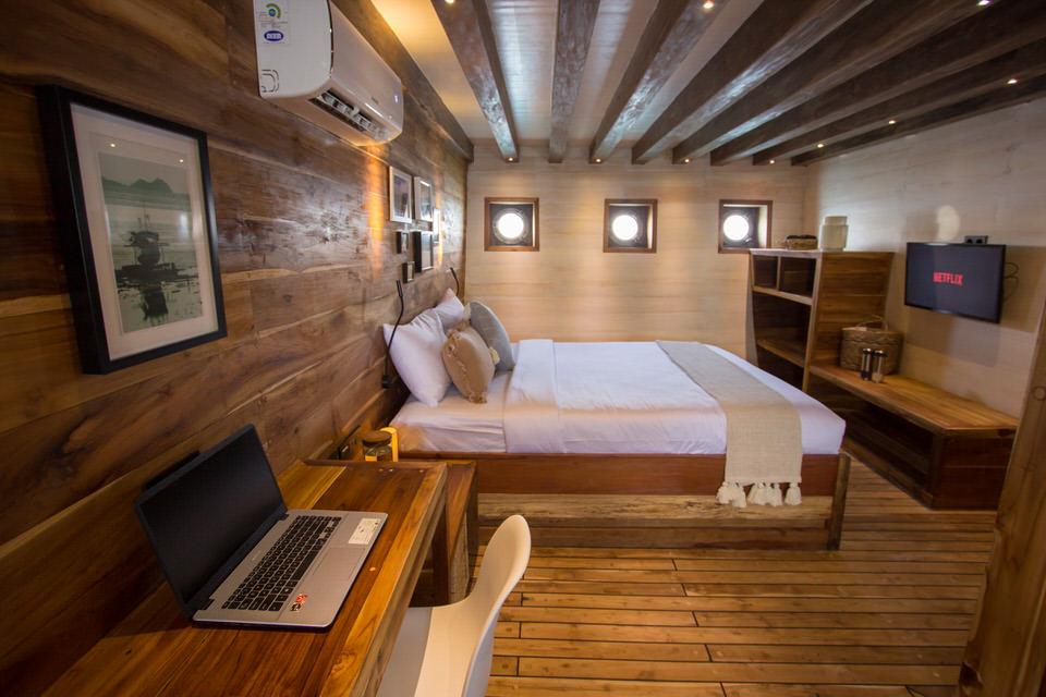 Fenides Liveaboard Master Cabin | Hello Flores