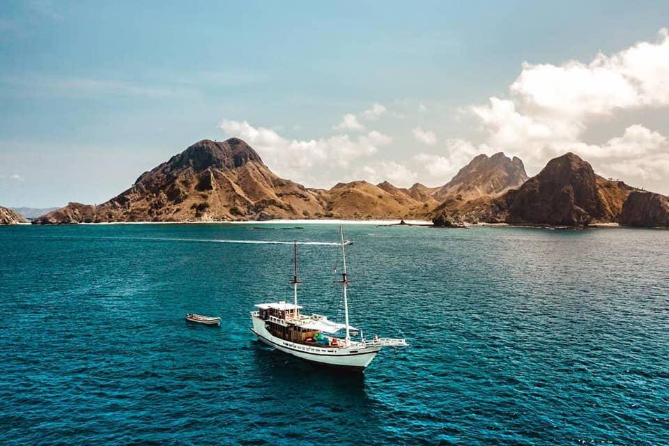 Lalunia Liveaboard Massive Boat | Hello Flores
