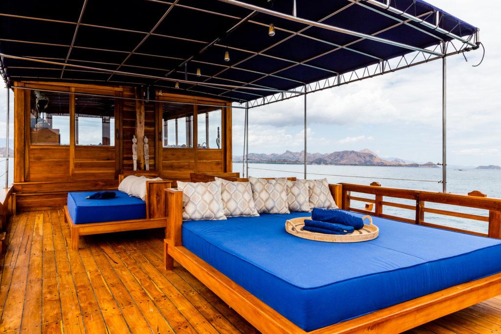 Deck | Hello Flores