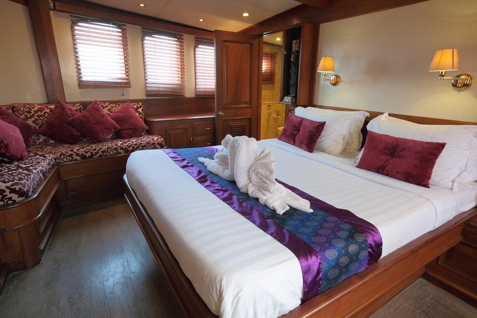 Mutiara Laut Liveaboard Intimate Deluxe Cabin | Hello Flores