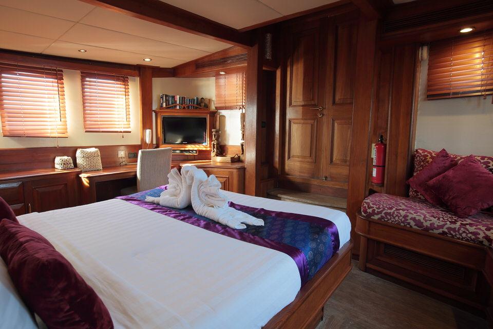 Mutiara Laut Liveaboard Luxury Bedroom | Hello Flores