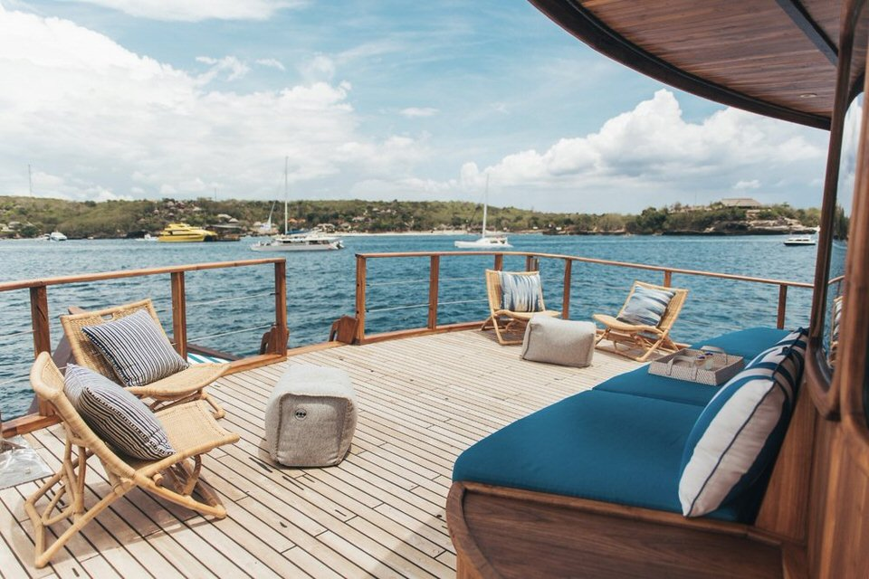Rascal Liveaboard Dazzling Balcony | Hello Flores