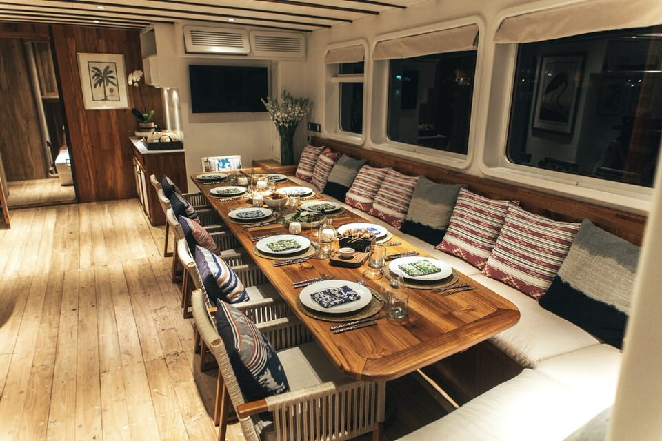 Rascal Liveaboard Quality Dining | Hello Flores