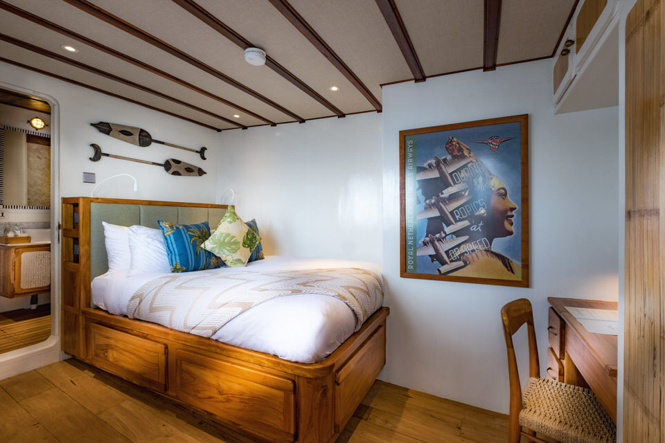 Rascal Liveaboard Cozy Bed Cabin | Hello Flores