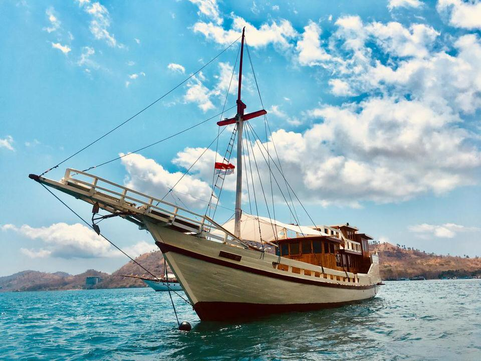 Lalunia Liveaboard March on Endless Journey | Hello Flores