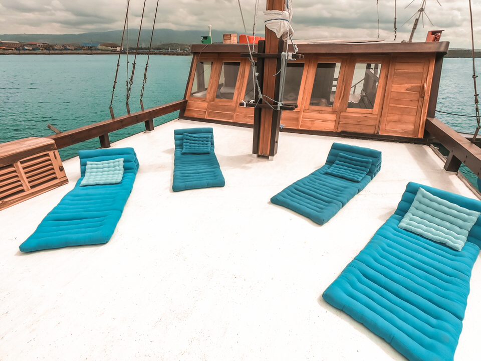 Navila Liveaboard Great Sun Deck Ambience | Hello Flores