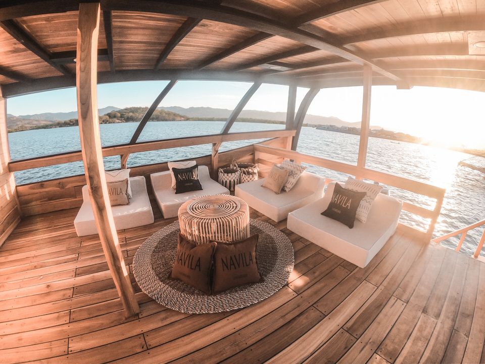 Navila Liveaboard Stunning Sunset Point | Hello Flores