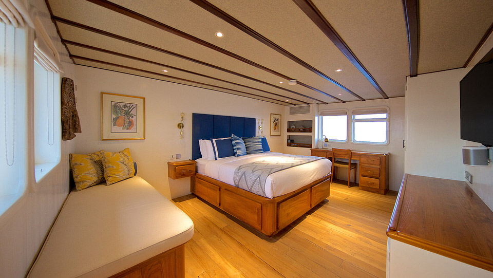 Rascal Liveaboard Luxurious Bedroom | Hello Flores